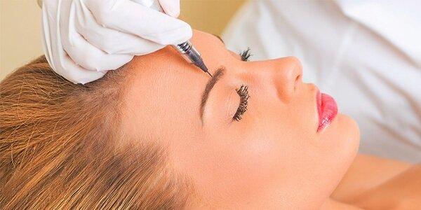 Permanentný make-up obočia čiarkovanou metódou alebo výplňou