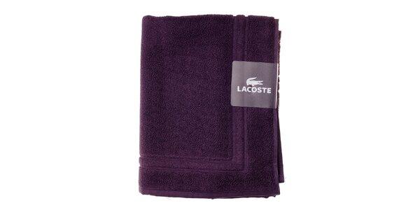 Tmavo fialová kúpeľňová predložka Lacoste