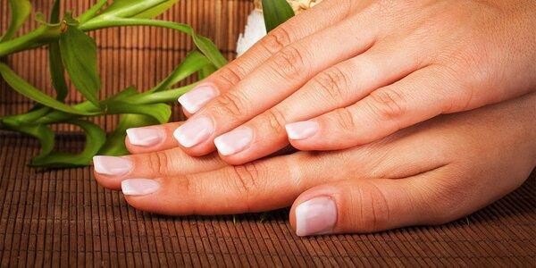 Krásne gélové nechty s lakovaním alebo zdravé nechty vďaka japonskej manikúre v…