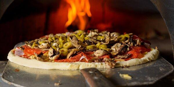 Fantastická pizza pečena na dreve podľa vášho výberu