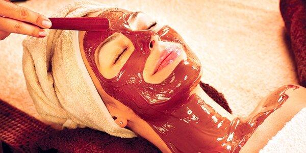 Čokoládové ošetrenie pleti, masáž tváre a krku kokosovým olejom a zlatá pleťová…