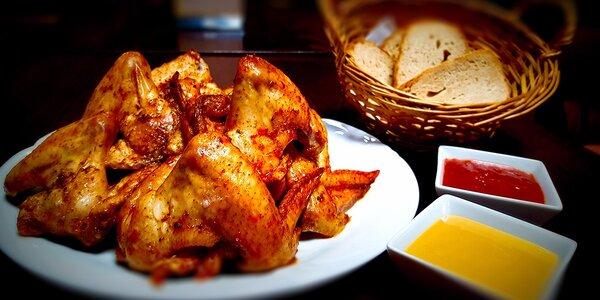 1 kg alebo 1,5 kg grilovaných kuracích krídelok s prílohami v The PorterHouse
