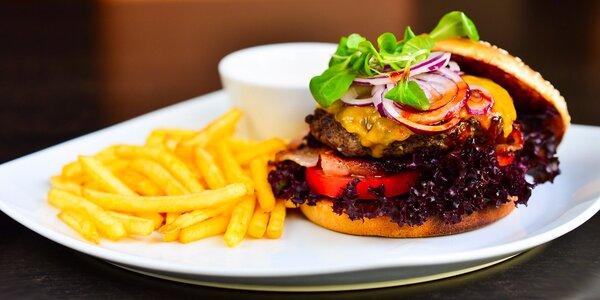 Luxusný burger s hranolčekmi v Pioppo reštaurácii