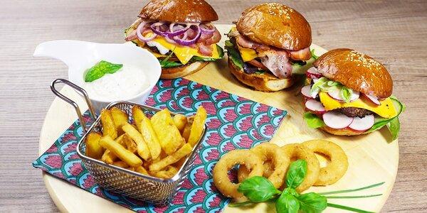 Hamburgerové nebo! Tri mini burgre, cibuľové krúžky, domáce hranolčeky a…