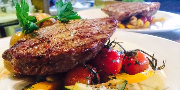 Hovädzí rump steak + palacinky a víno podľa vlastného výberu