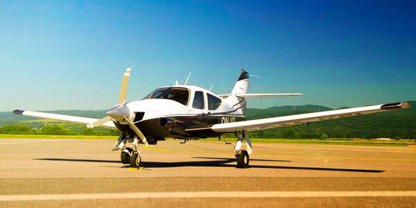 Vyhliadkový let pre 3 osoby s možnosťou pilotovania - pofičíte až 290 km/h!