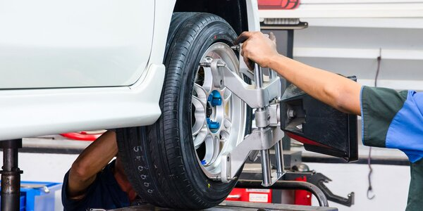 Kompletné prezutie alebo prehodenie pneumatík aj s vyvážením