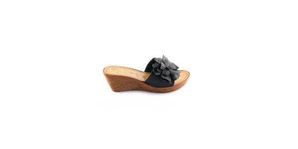 Dámske čierne kožené šľapky Miss Butterfly