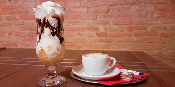 Výborná káva a zmrzlinový pohár v Doorsbare