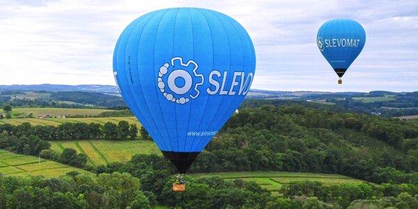Nebeský zážitok: romantický let teplovzdušným balónom vo dvojici i v skupinke