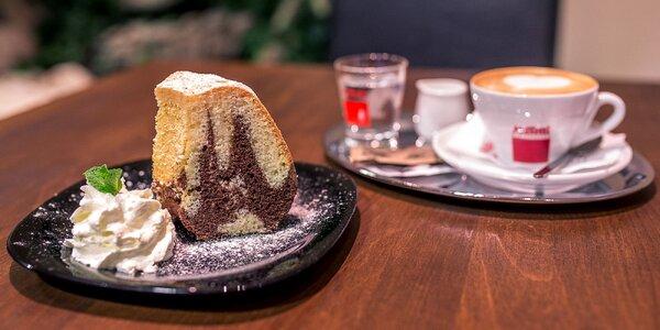 Espresso s domácim koláčom