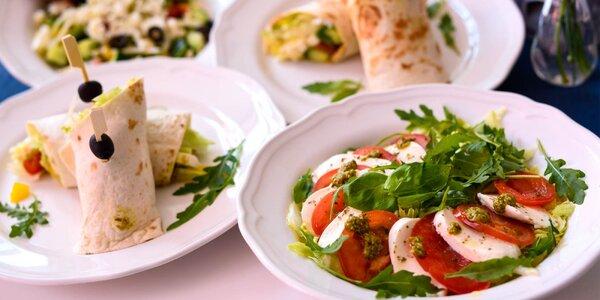 Vegetariánsky wrap,grécky šalát alebo šalát Caprese