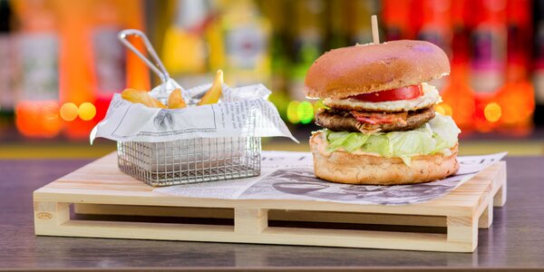 British burger s hranolčekmi