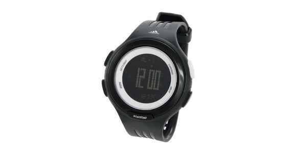 Čierne športové digitálne hodinky Adidas s bielymi detailami