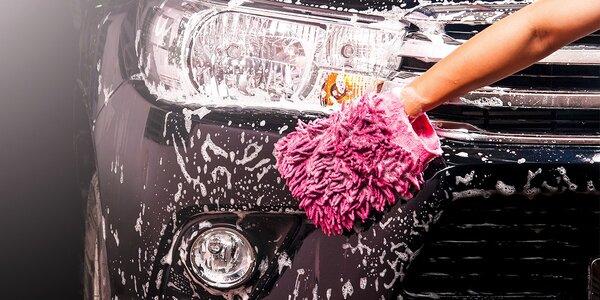 Ručné umývanie exteriéru a čistenie interiéru auta