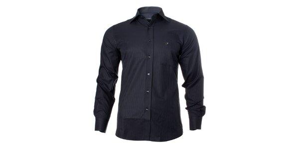 Pánska tmavá košeľa so svetlým prúžkom Caramelo