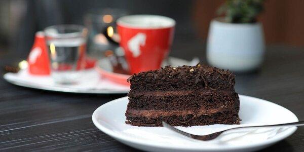 Káva, sladký koláčik alebo limonáda v Mabeti