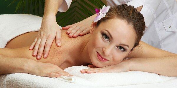 Tradičná japonská Shiatsu procedúra, liečivá masáž