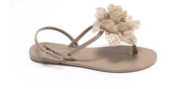 Dámske béžové sandálky Favolla s čipkovou ružičkou