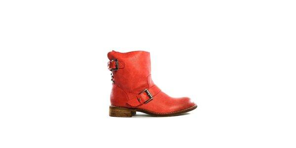 Dámske červené nízke čižmy s prackami Shoes in the City