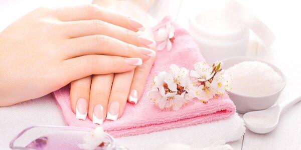 Japonská manikúra, lakovanie alebo gélové nechty