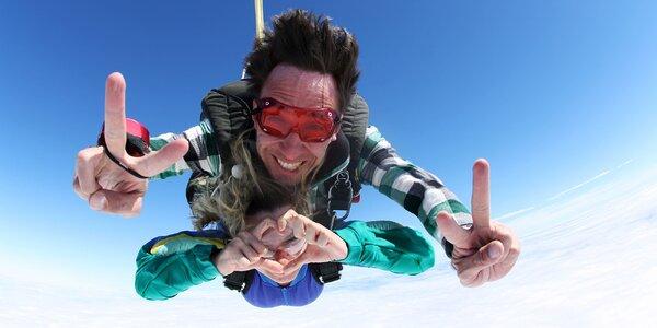 Tandemový zoskok z výšky 4000 metrov