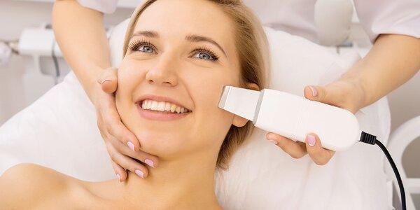 Ultrazvukové čistenie pleti alebo spoločenské líčenie