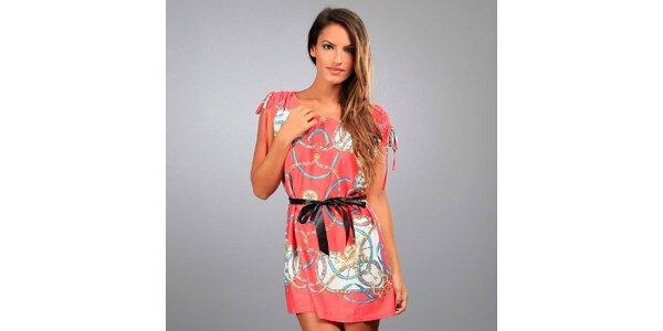 Dámske koralové šaty Des Si Belles s jazdeckým motívom