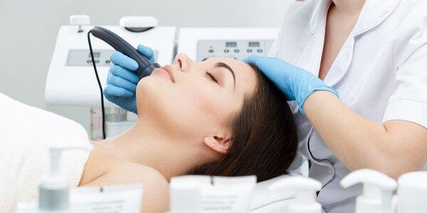 Kozmetické ošetrenie s galvanickou žehličkou alebo skin scrubberom