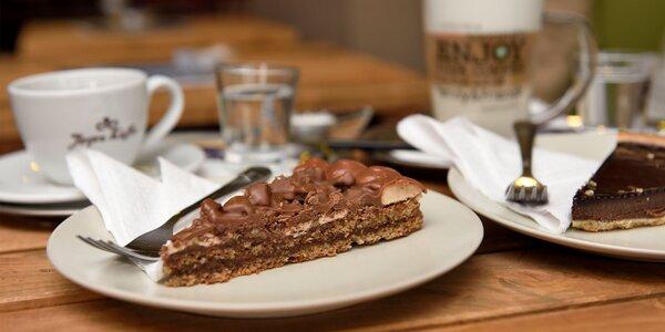 Káva v Kobyle. Aj s croissantom, koláčom či s palacinkami!