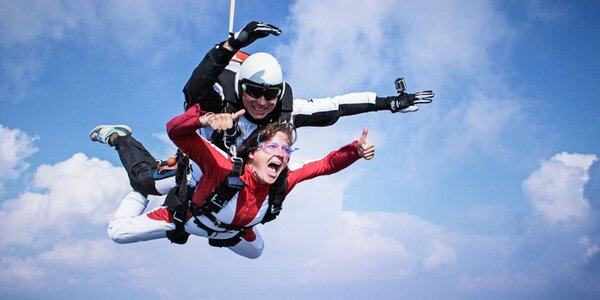Tandemový zoskok z výšky 3000 metrov + Handycam HD video
