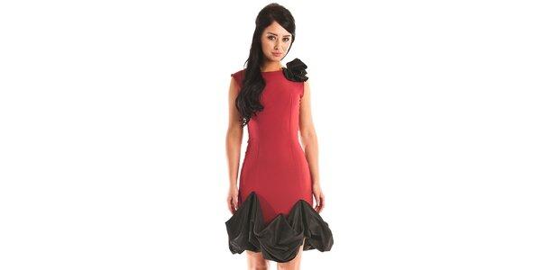 Dámske tmavo červené spoločenské šaty Jolaby s čiernym volánom