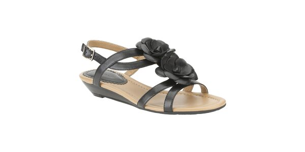 Dámske čierne sandálky s kvetinou Clarks