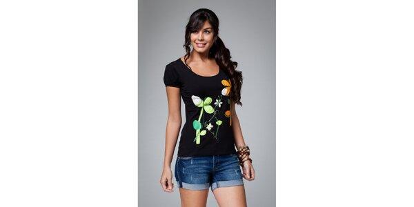 Dámske čierne tričko s kvetinovou potlačou Como Una Regadera