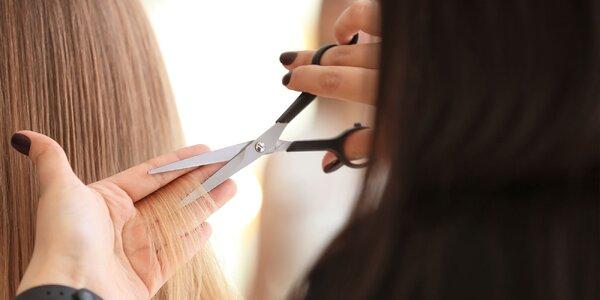 Dámsky strih aj s regeneráciou vlasov