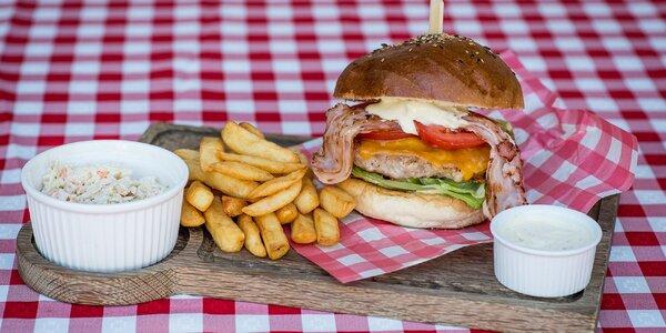 Burger s hranolčekmi alebo zeleninou prílohou