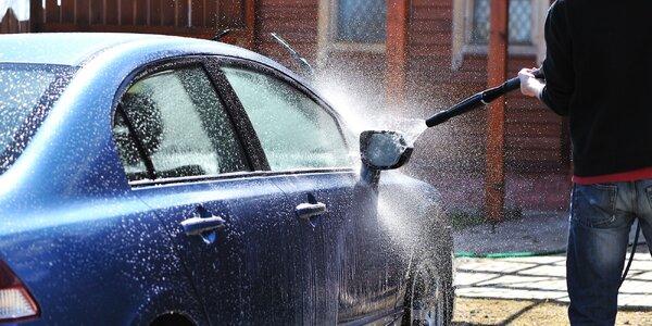 Umytie exteriéru a vysávanie interiéru vášho auta