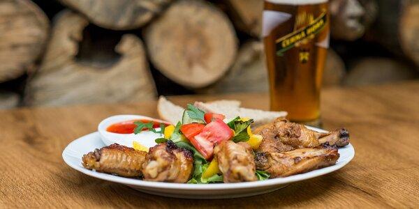 Pivko a chrumkavé grilované krídelká v domácej marináde