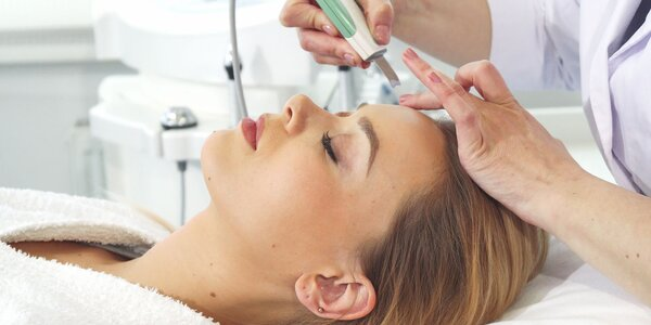 Rôzne ošetrenia pleti alebo masáž tváre a krku