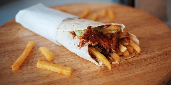 Šťavnatý kebab v žemli, placke či na tanieri s hranolčekmi
