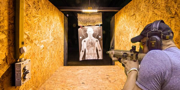 Streľba na terč z pištole aj pušky
