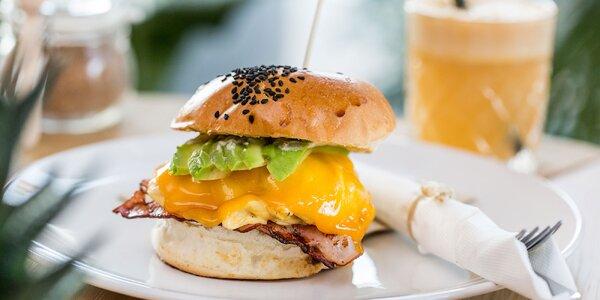 Eggburger s jablkovým freshom