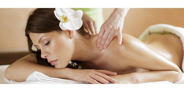 Masáž chrbta a šije alebo reflexná masáž