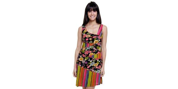 Dámske farebné pruhované šaty Peace&Love s čiernou kvetinovou légou