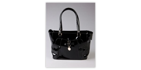 Dámska čierna lakovaná kabelka s ozdobnou visačkou Ferré Milano