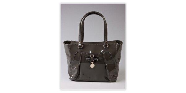 Dámska šedá lakovaná kabelka s ozdobnou visačkou Ferré Milano