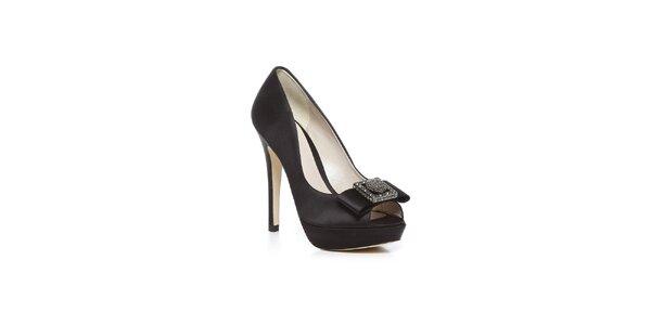 Topánky na vysokom opätku v čiernej lesklej farbe Bourne