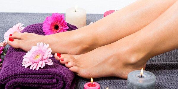 Krásne nohy so 4 druhmi profesionálnej pedikúry
