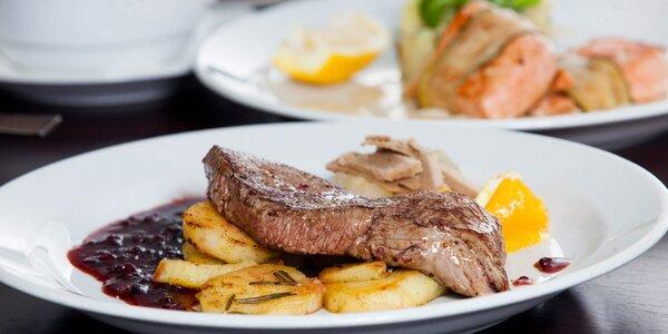 Grilovaný losos či jelení steak v centre