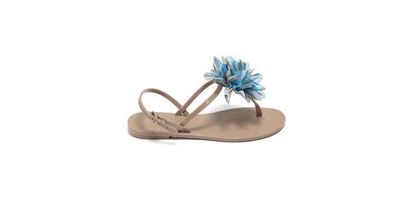 Dámske béžové sandálky s azúrovou látkovou kvetinou Favolla